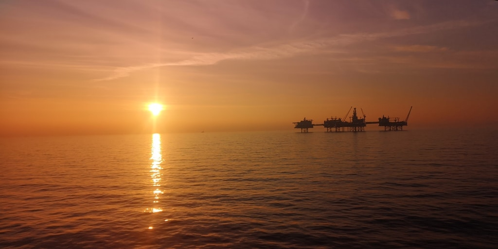 Norway may cut oil production